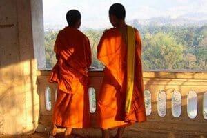 Moine nanachat temple bouddhiste