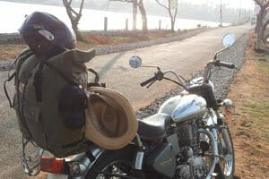 voyager léger en moto