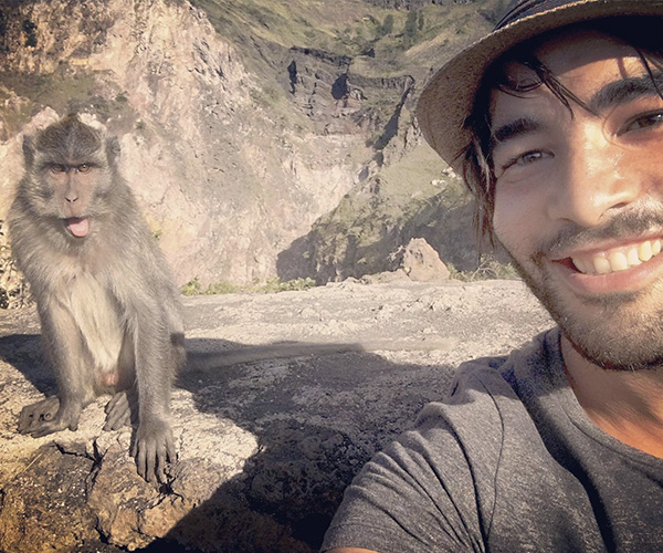 Ascension mont Batur - Selfie singe