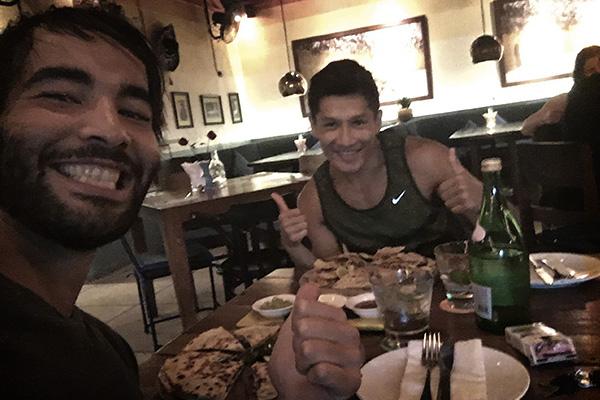 Dani et Ryan au restaurant