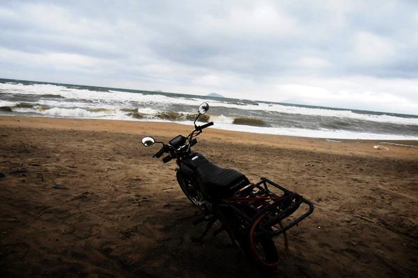 Moto au Vietnam en bord de plage