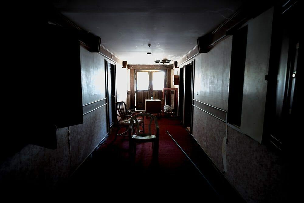 Couloir Boat Chalet, lumière étrange